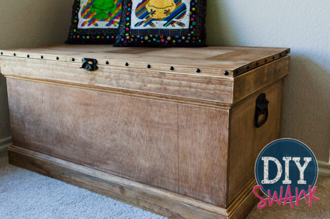 DIY Pottery Barn inspired trunk! Instructions and plans from ana-white.com