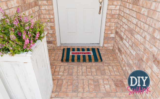 A tutorial on how to make DIY Doormats.
