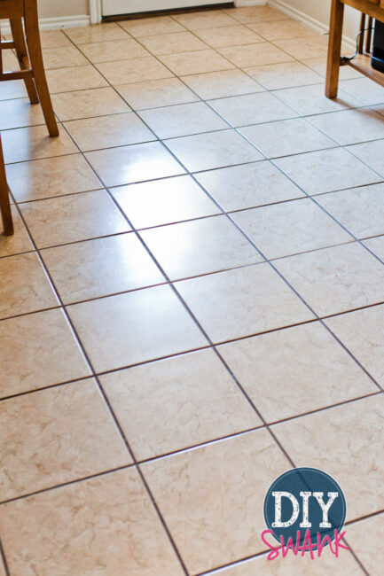 DIY chemical free floor cleaner - Awesome solution to get streak free floors!