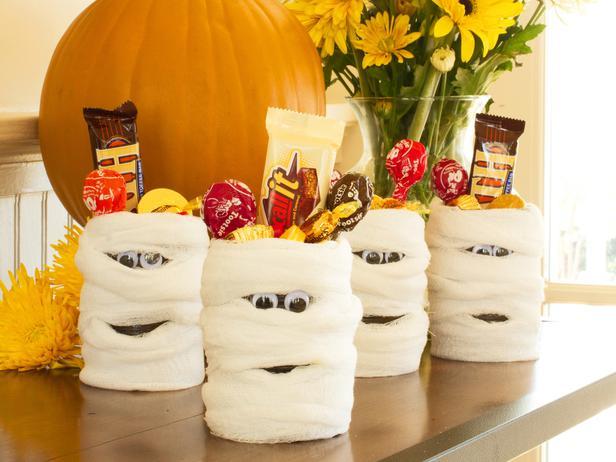 original_Layla-Palmer-Halloween-mummy-cans-beauty1_4x3_lg